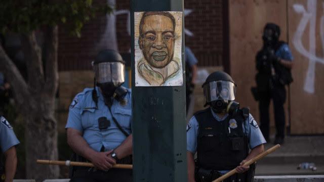 Advogado de ex-policial condenado pela morte de Floyd pede novo julgamento