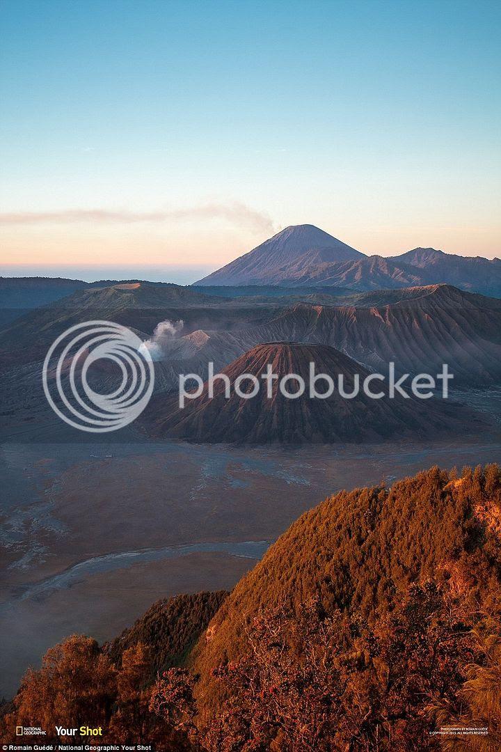 Phong cảnh tuyệt đẹp lúc bình minh tại núi Bromo ở Indonesia.