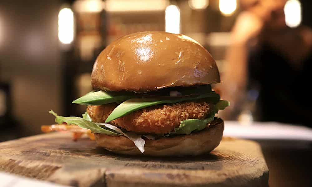 I tried the world's first no-kill, lab-grown chicken burger