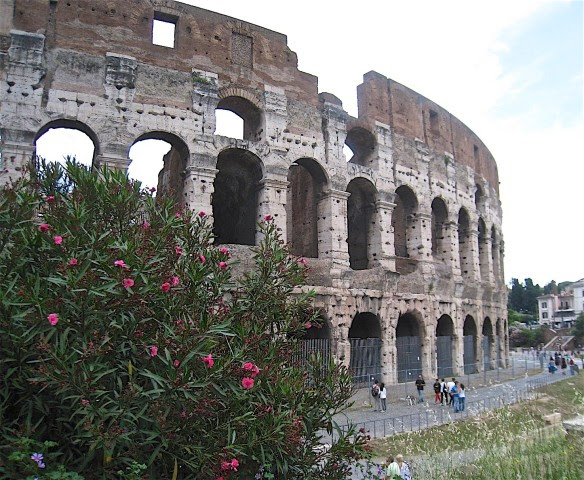 romes-iconic-colosseum-1