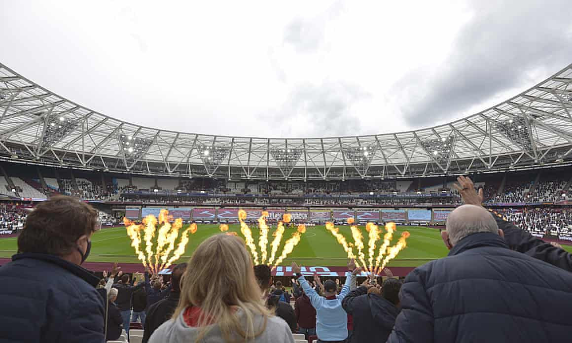 West Ham fans try to spot their Big Vase heroes somewhere in the distance.