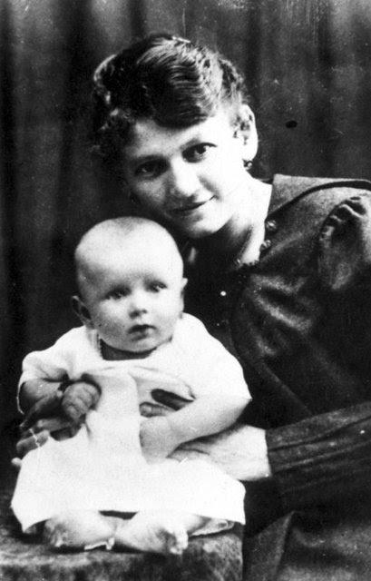 Karol Wojtyła z matką