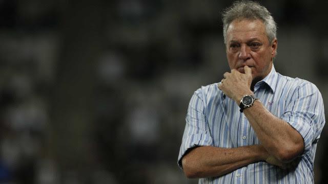 Mesmo com vitória, Abel Braga promete 'puxão' de orelha no elenco do Inter