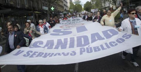 Imagen de la marcha de la marea blanca de este domingo. EFE/Víctor Lerena