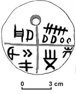 """Tavoletta di Tartaria con i segni di scrittura più antica che risalgono al VI millennio a.C. """"Tartaria amulet retouched"""" von Mazarin07 - Eigenes Werk. Lizenziert unter Creative Commons Attribution-Share Alike 3.0 über Wikimedia Commons - http://commons.wikimedia.org/wiki/File:Tartaria_amulet_retouched.PNG#mediaviewer/Datei:Tartaria_amulet_retouched.PNG"""