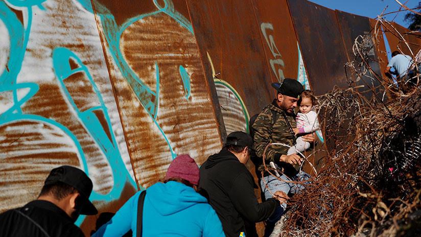 """""""Con el muro, ni lo intentarían"""": Trump acusa a los demócratas de las muertes de niños migrantes"""