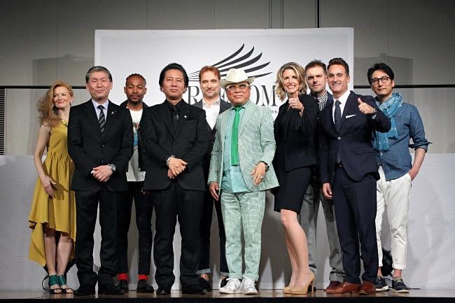 (前列左から)川上役員、 津村社長、  ドン小西氏、 メリッサ氏、 アダム氏 (後列)モデルの皆様