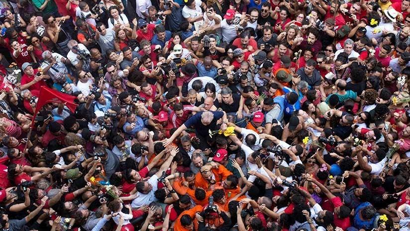 IMPACTANTES IMÁGENES: Lula da Silva se entrega a la Policía Federal