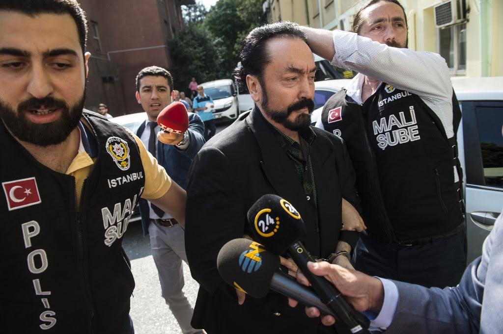 Tribunal turco condena a un famoso predicador islámico a más de mil años de prisión por abuso sexual y asalto