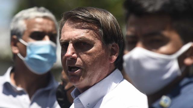 'Lamentamos as mortes, a vida continua', diz Bolsonaro após 200 mil óbitos de Covid