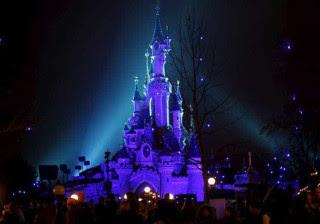 França vai julgar homem armado preso na Disney de Paris