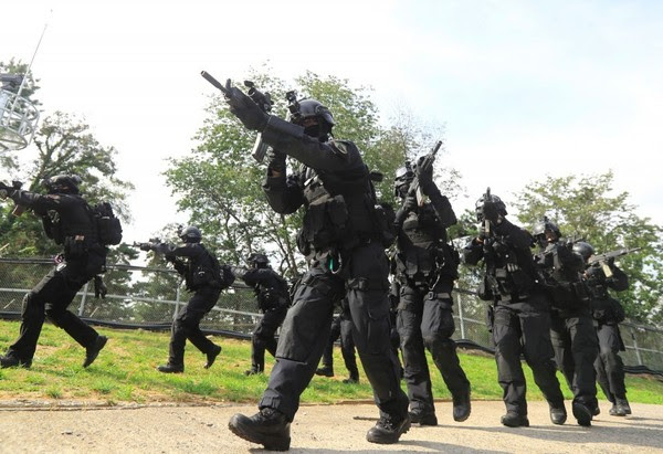 Soldiers from South Korea's Capital Defense Command take part in a drill in Seoul on Monday. (Yonhap via Agence France-Presse)