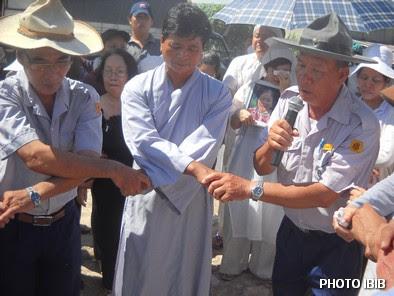 Dây phút vĩnh biệt, Nam Huynh trưởng Gia Đình Phật tử hát bài Dây Thân Ái – Hình PTTPGQT
