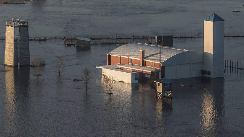 FOTOS: Se inunda la base de EE.UU. que aloja los 'aviones del juicio final'