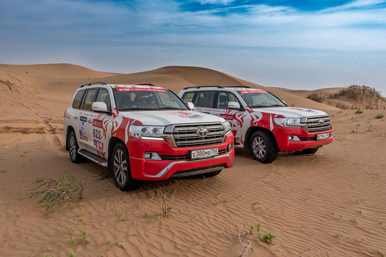 Шелковый путь-2018, день второй: гоночный караван среди песков и дюн