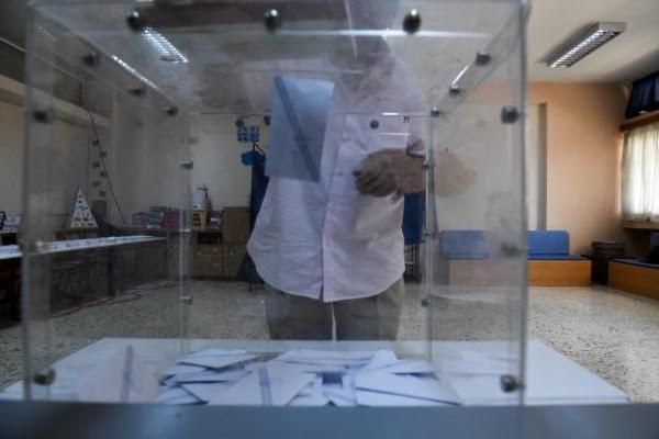Ψήφισαν παραλία αντί εκλογές - Σε ποιες περιοχές «χτύπησε ταβάνι» η αποχή