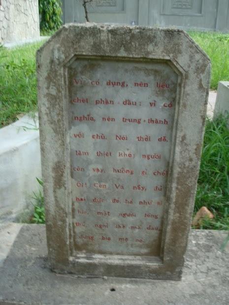 Image result for Bia mộ hai con Chó của chí sĩ Phan Bội Châu