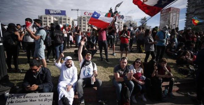 Miles de manifestantes protestan este viernes, durante la que es ya la decimocuarta jornada de protestas a nivel. EFE/Alberto Valdes
