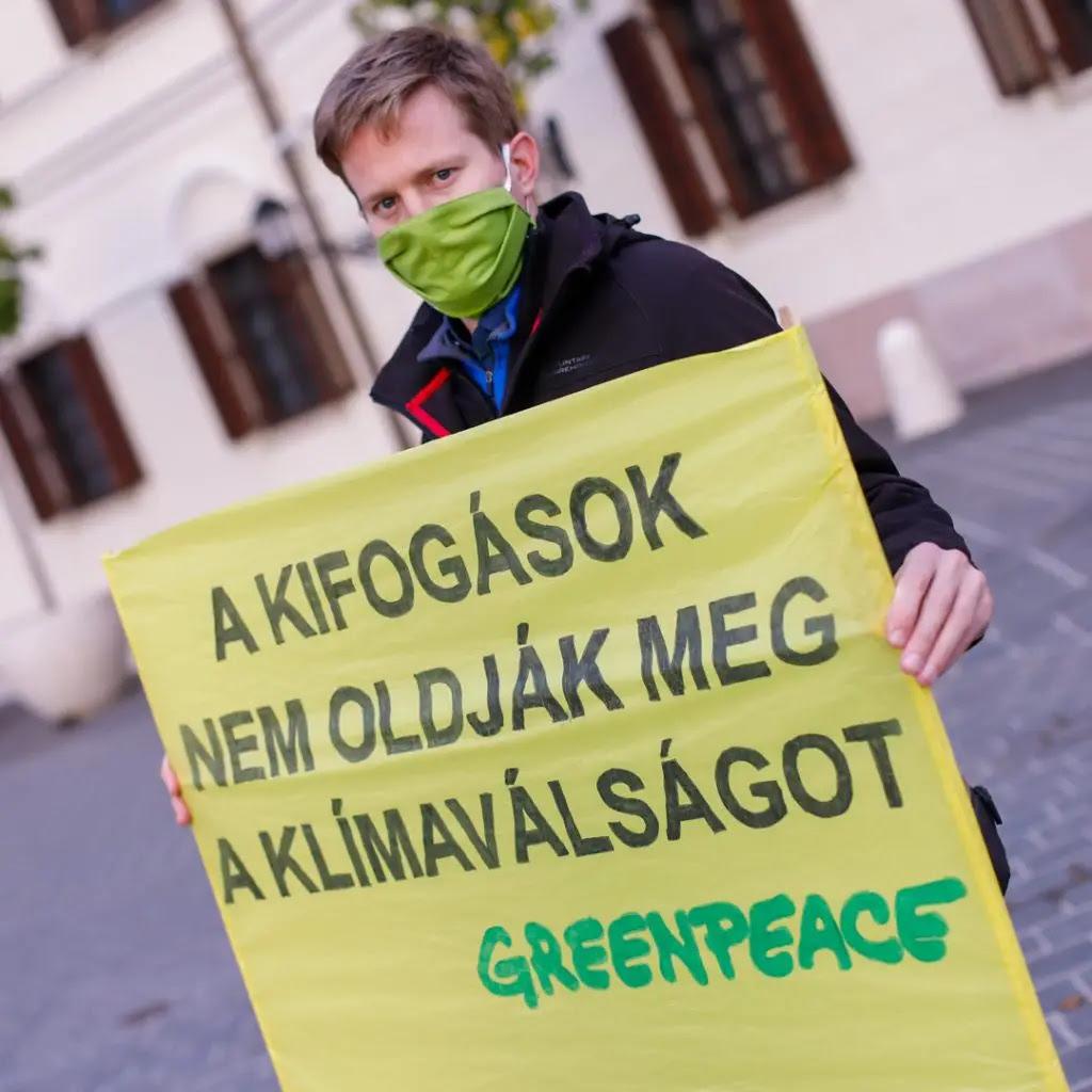 A képen Mező János Bálint, a Greenpeace Magyarország igazgatója. © Greenpeace