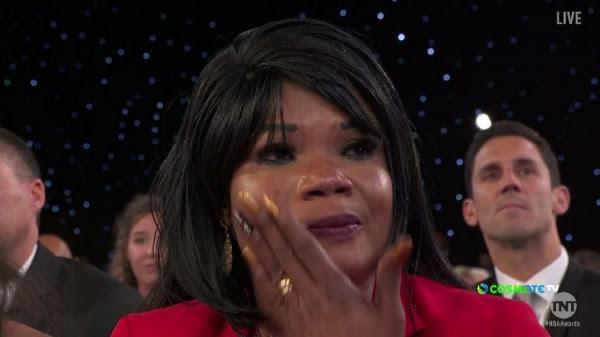 NBA Awards 2019: Δεν μπόρεσε να συγκρατήσει τα δάκρυά της η μητέρα του Αντετοκούνμπο (video)