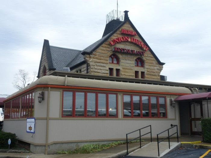 The Train-Themed Restaurant In Ohio That Will Make You Feel Like A Kid Again