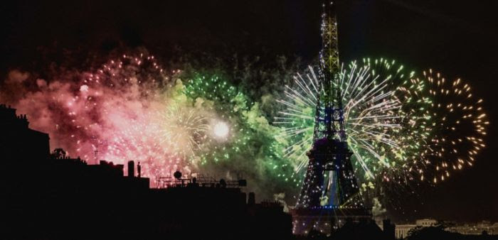 Le traditionnel feu d'artifice du 14 juillet à la Tour Eiffel