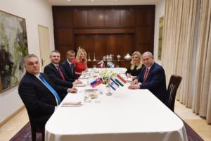 Izrael zajmuje miejsce Polski i jako suzeren przyjmuje (swoisty) hołd lenny wasali z Grupy V4