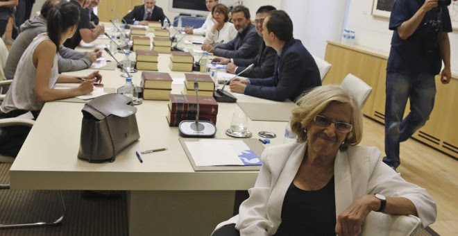 Manuela Carmena, en su primera Junta de Gobierno del Ayuntamiento de Madrid. Archivo EFE