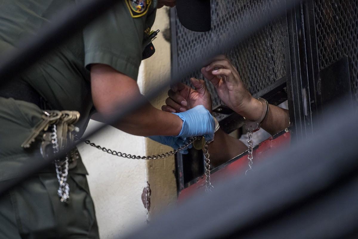 http://media1.s-nbcnews.com/j/newscms/2016_33/1676736/160819-prison-cell-mbe-503p_9924e159136a95ede48115d1da8dd5a3.nbcnews-fp-1200-800.jpg