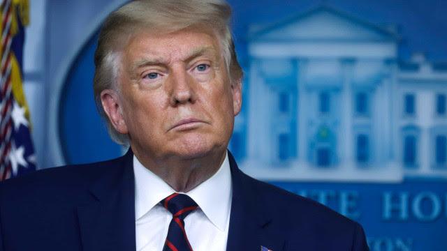 Trump dá indulto a ex-conselheiro que se disse culpado