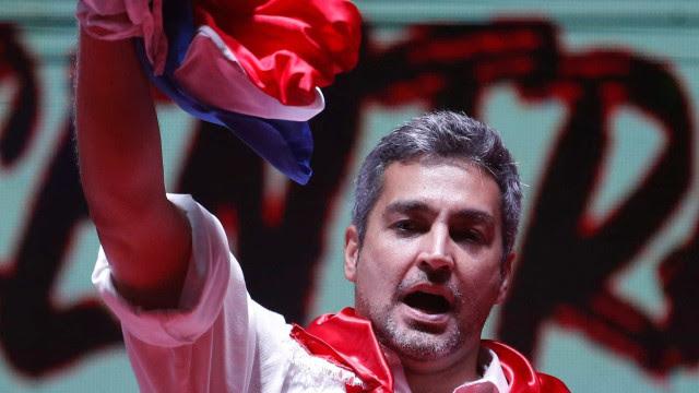 Em meio a atos, partido decide pedir afastamento do líder do Paraguai
