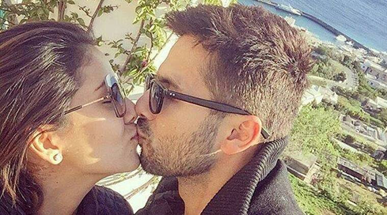 Image result for mira  shahid kapoor kissing each other
