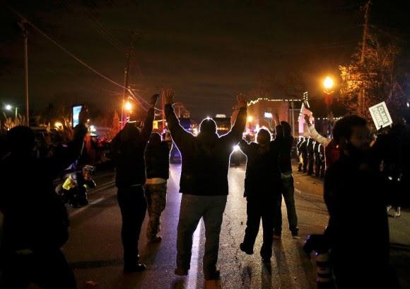 Estallan protestas en Ferguson15