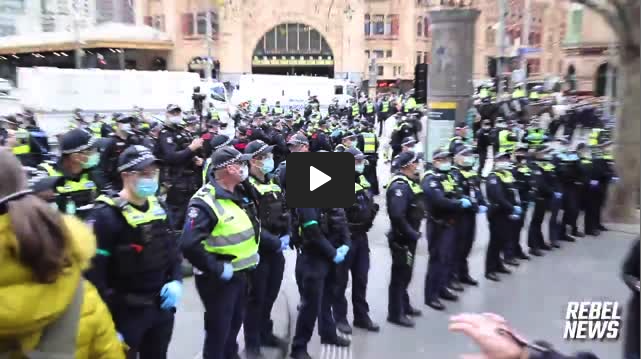 Police Stand Down at Freedom Day in Melbourne, Australia XGI8aPaTS2
