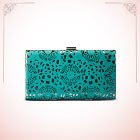 Clutches & wallets<br> Minimum 40% off