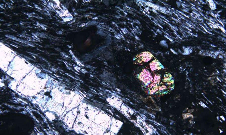 Uno de los cristales de zircon.