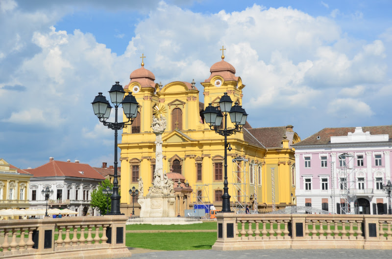 piata-unirii-din-timisoara-domnul-romano-catolic-baroc