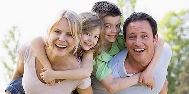 Famille heureuse 2 enfants