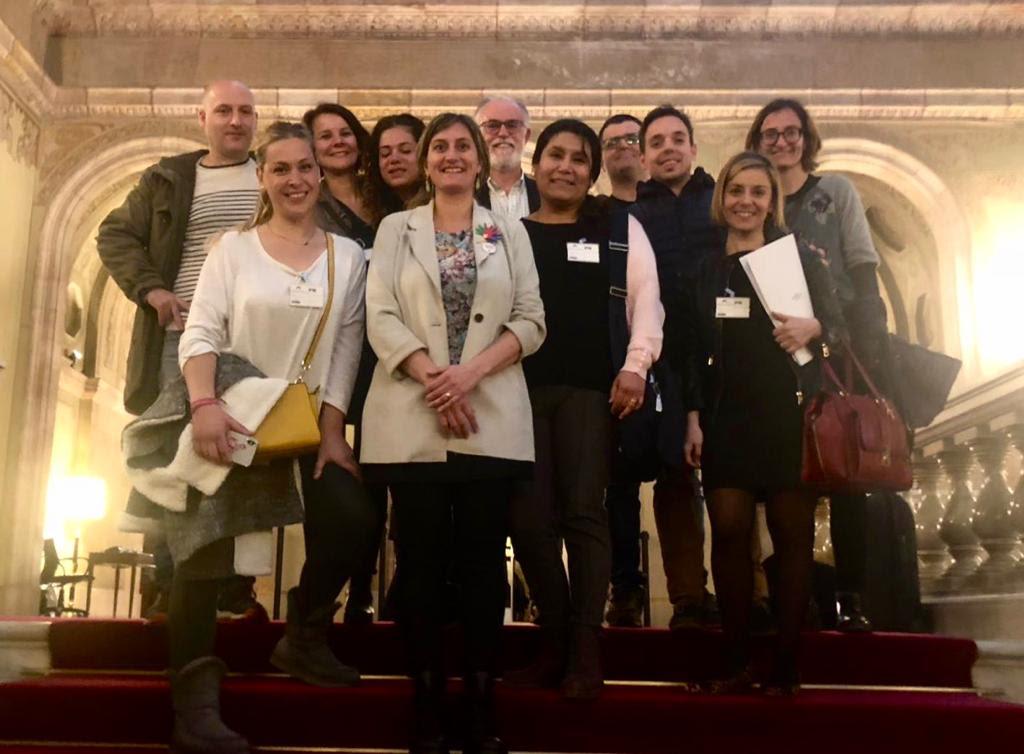 La consellera Vergés amb representants de la Federació d'Associació d'Usuaris de l'Implant Coclear bilateral