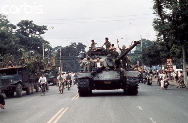 Sài Gòn, ngày 30 tháng Tư. Hình: Jacques Pavlovsky/Sygma/CORBIS