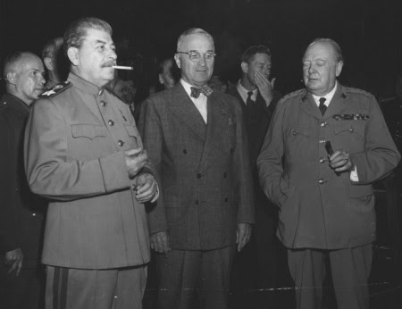 Iósif Stalin, Harry Truman y Winston Churchill en la Conferencia de Potsdam, 17 de julio de 1945.