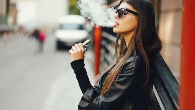 Estudo revela que fumar cigarros eletrônicos aumenta risco de bronquite