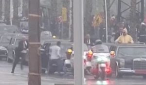 Morocco: Man rushes King's car as Pope looks on