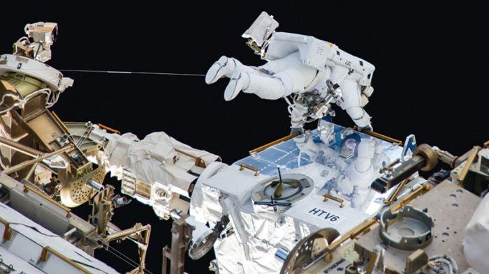 Thomas Pesquet, aggripé à l'ISS