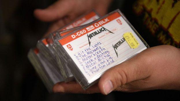 Fita cassete com músicas do Metallica