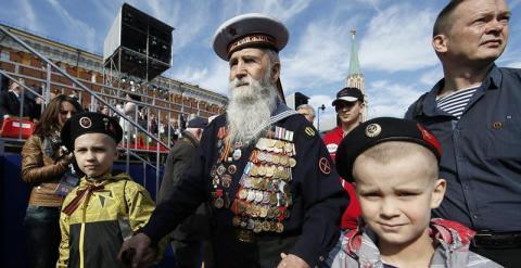 Un veterano de guerra ruso acude al día de la victoria