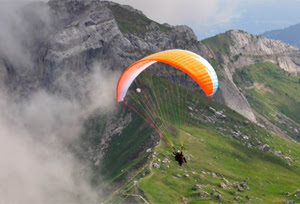 Paragliding in Manali