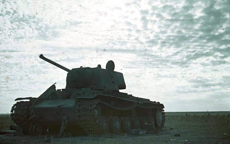 File:Bundesarchiv Bild 169-0443, Russland, bei Stalingrad, Panzer KW-1.jpg