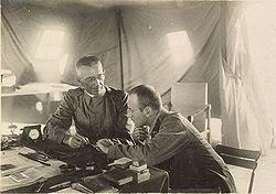 קרס פון קרסנשטיין (משמאל) והברון לאגר (מפקד הכוחות האוסטריים בחזית ארץ ישראל)