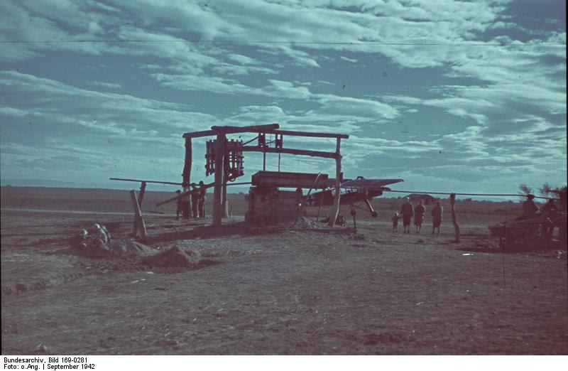 File:Bundesarchiv Bild 169-0281, Russland, Fieseler Fi auf Feldflugplatz.jpg
